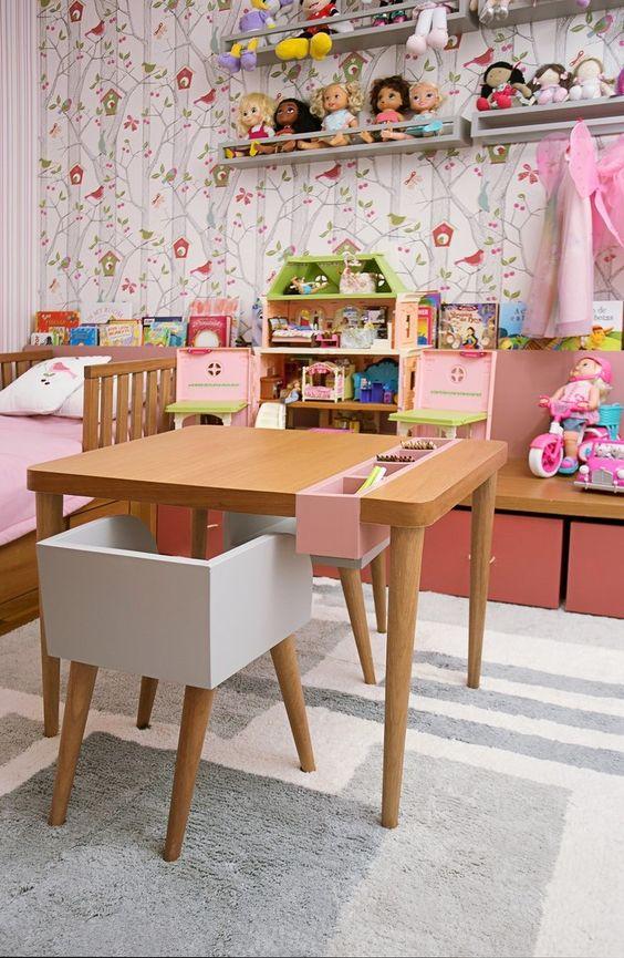 Escrivaninha infantil pequena e de madeira