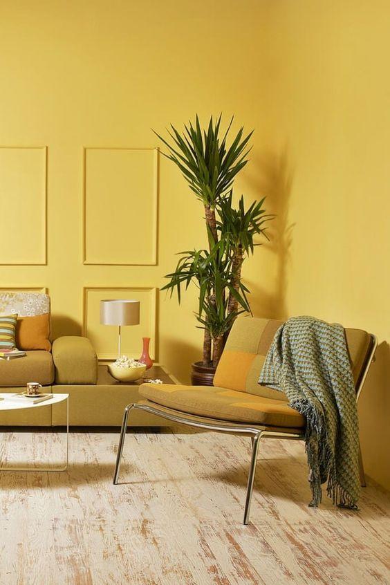 Sala de estar em tons de amarelo