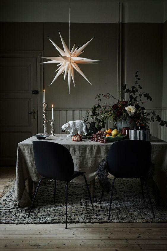 Estrela de natal na decoração da mesa de jantar
