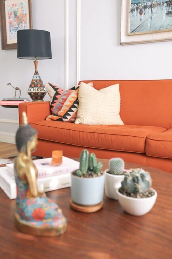 sofá em cor terrosa para sala de estar  Foto Home Fashion Trend