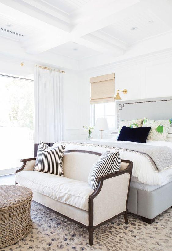 Sofá para quarto branco