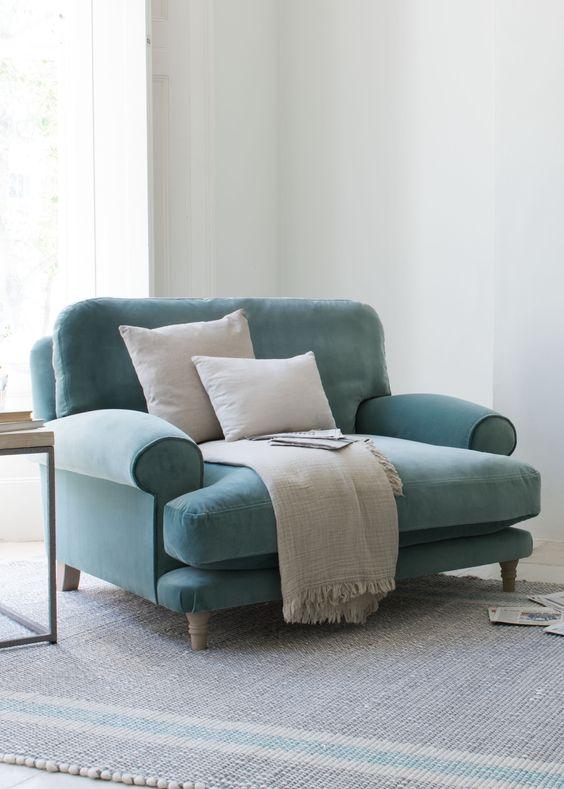 Sofá para quarto pequeno e azul