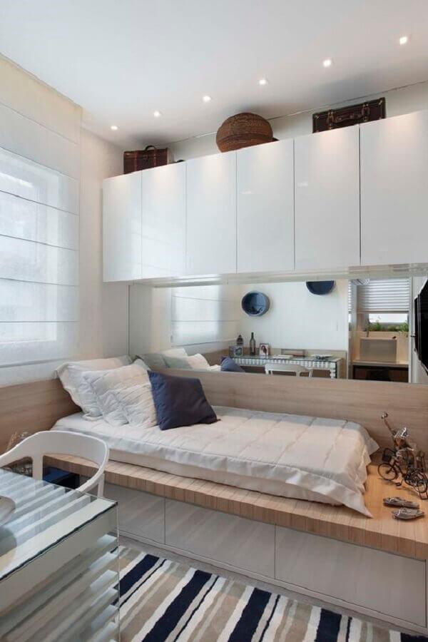 tapete listrado para decoração de quarto de solteiro pequeno planejado Foto Pinterest