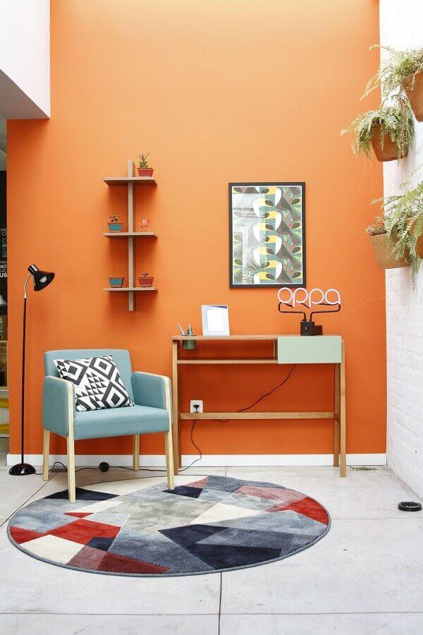 tons terrosos para sala decorada com tapete redondo colorido  Foto Pinterest