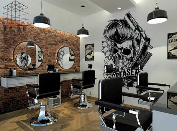 A arte na parede deixa o ambiente ainda mais descontraído e estiloso