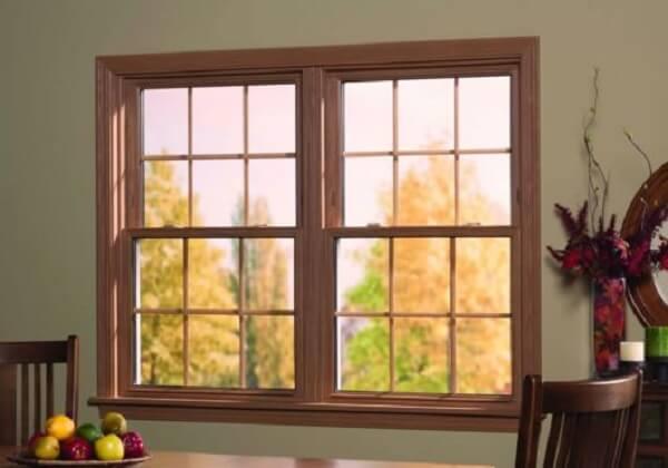 A esquadria de madeira da janela guilhotina combina com diferentes estilos de decoração