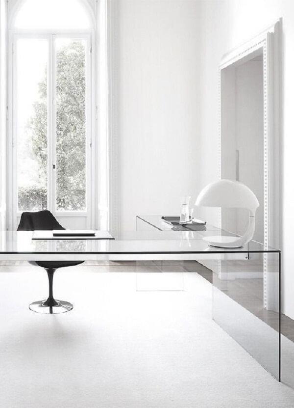 A mesa de vidro para escritório é democrática e se adapta a diferentes estilos de decoração