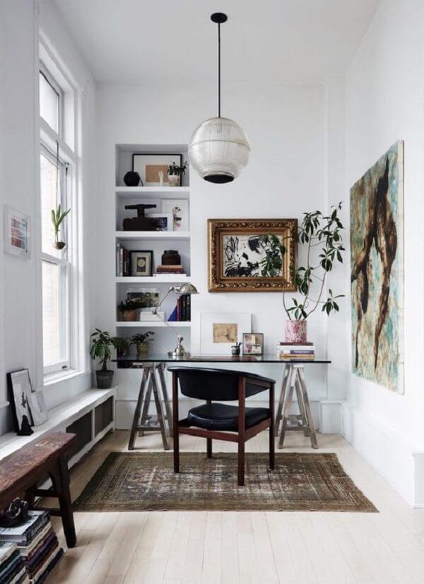 A mesa de vidro fumê se adapta a diferentes propostas de decoração