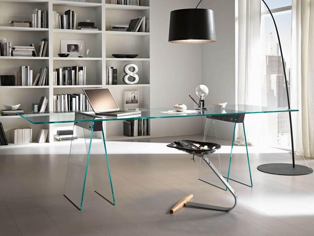 A mesa de vidro para escritório é uma excelente opção de mobiliário