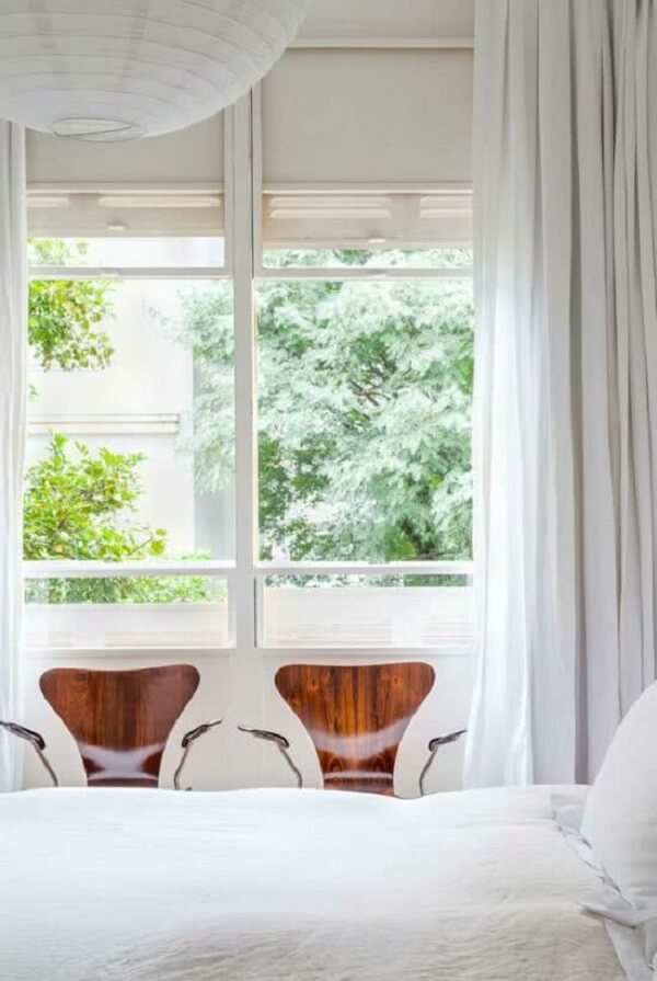 Aproveite a estrutura das janelas guilhotina para instalar venezianas