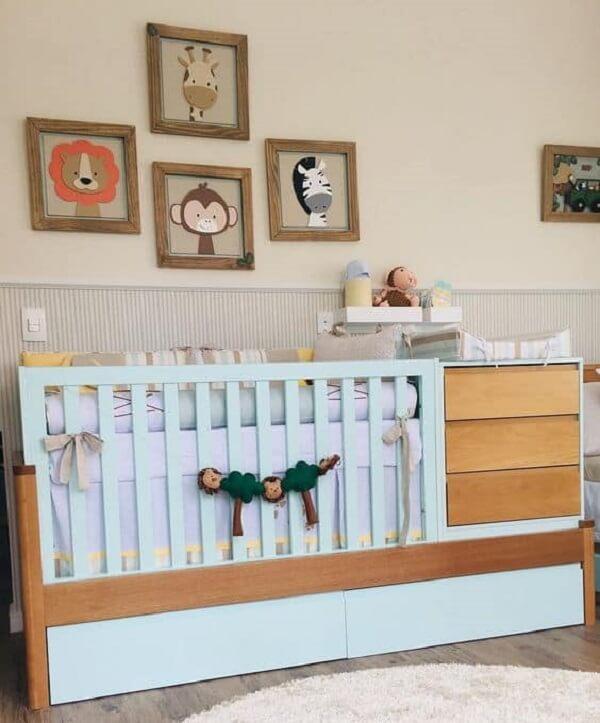 Aproveite cada cantinho do quarto de bebê com o berço com gaveta