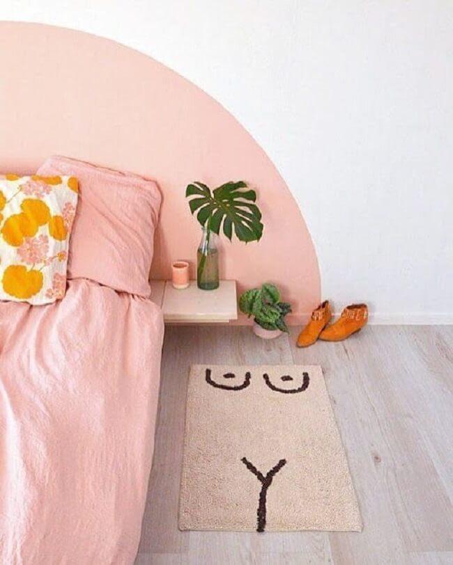 Círculos, quadrados e retângulos são formas fáceis de fazer e podem dar vida a uma linda cabeceira no quarto