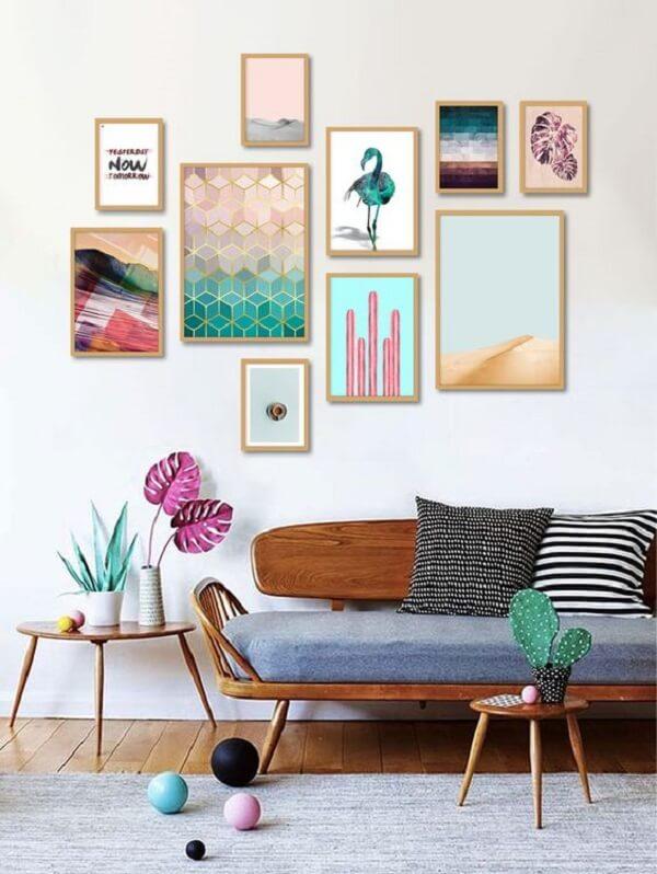 Composição de quadros coloridos para a parede da sala