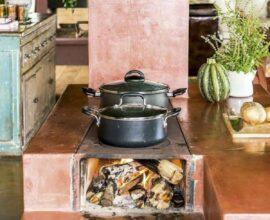 Cozinha com fogão à lenha
