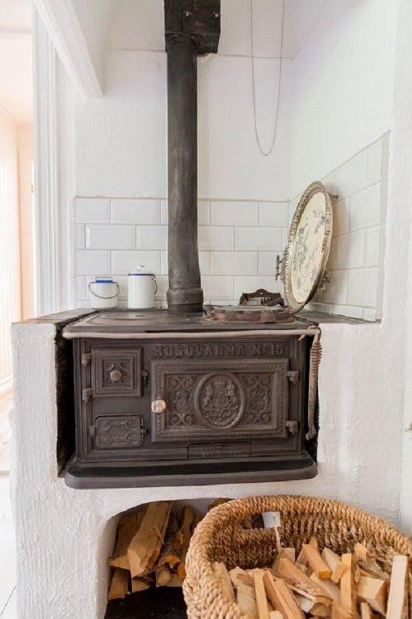 Cozinha gourmet com fogão a lenha feito sob medida