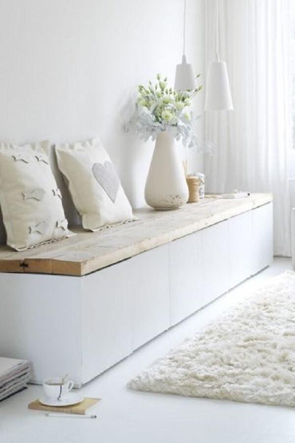 Decoração clean e minimalista com sofá baú
