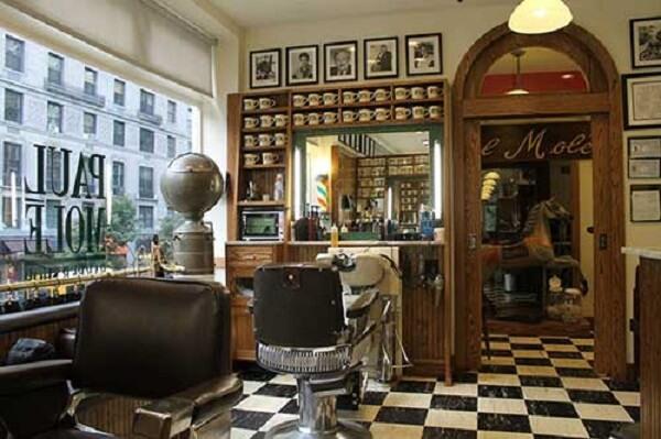 Decoração de barbearia pequena vintage com retratos na parede