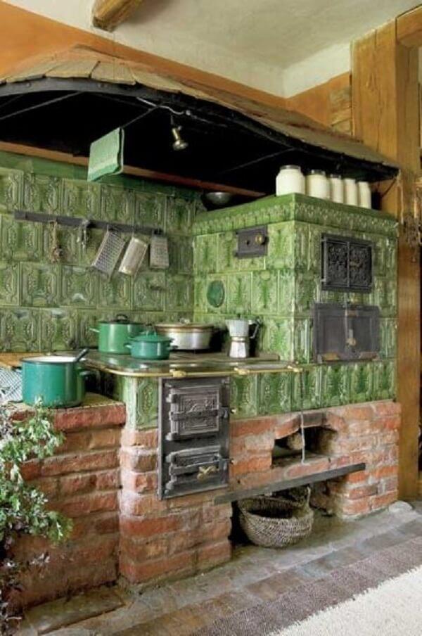 Defina a paleta de cores e pinte seu fogão à lenha com o seu tom preferido