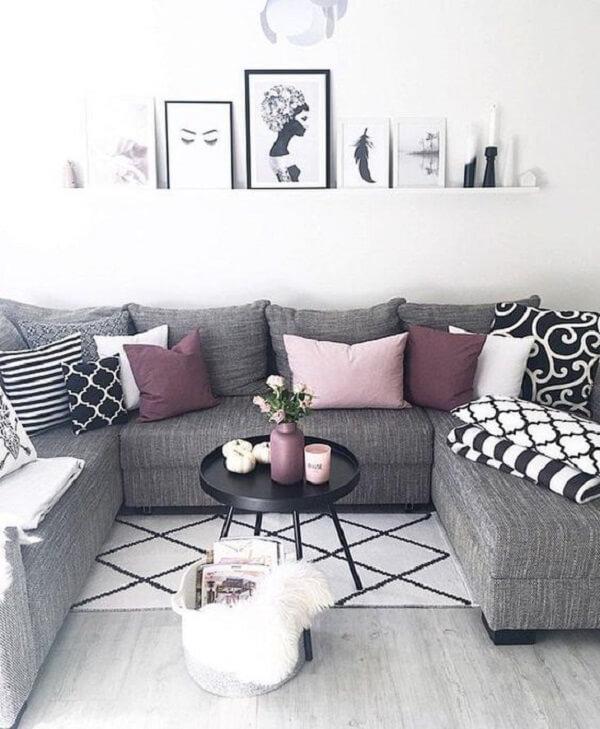 Esse modelo de sofá baú acomoda várias pessoas