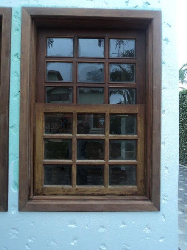 Este é um dos modelos mais clássicos de janela guilhotina madeira
