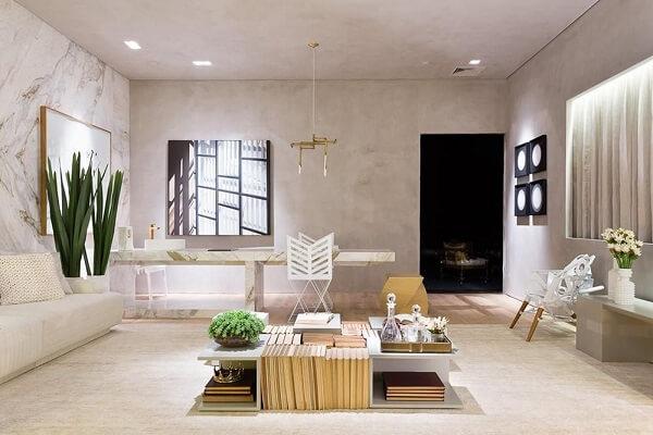Mesa de centro branca com design diferenciado
