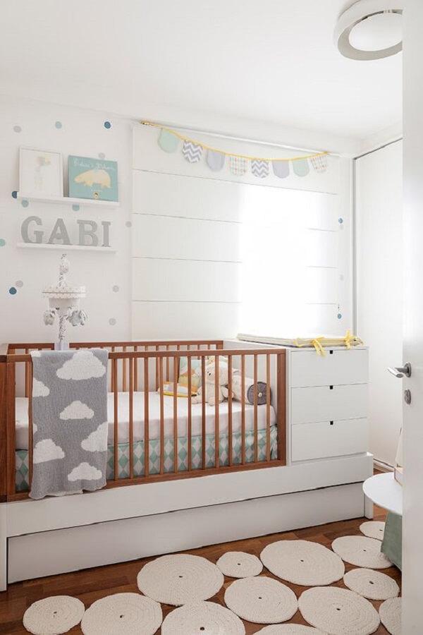 Modelo aconchegante de berço com gaveta para quarto de bebê