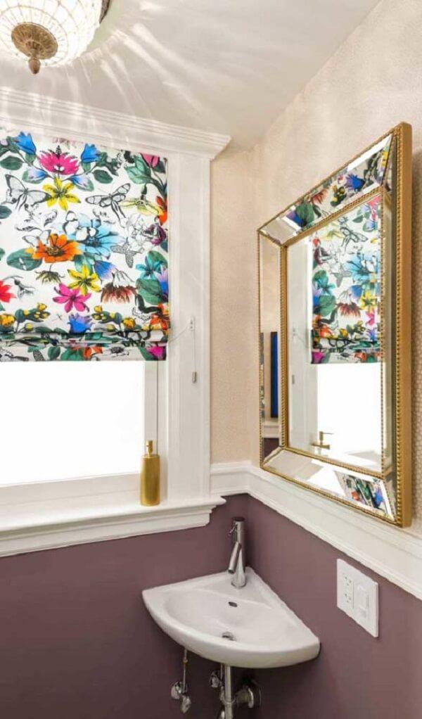 Modelo de espelho quadrado decorativo para banheiro