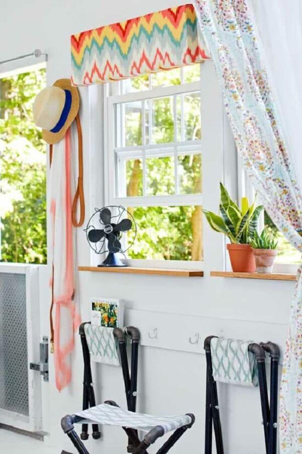 Modelo de janela guilhotina branca, simples e graciosa
