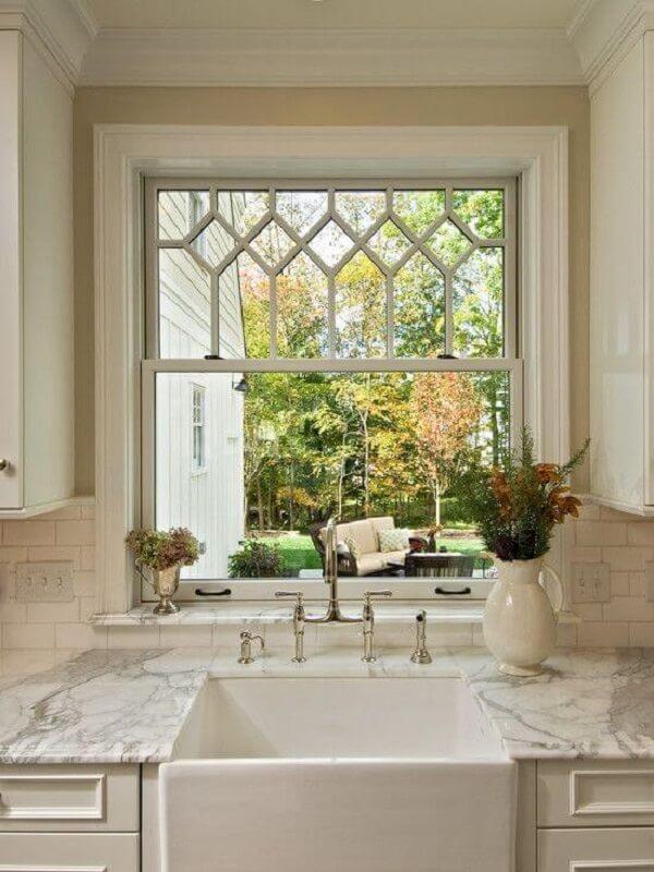 Modelo de janela guilhotina vidro para cozinha pequena