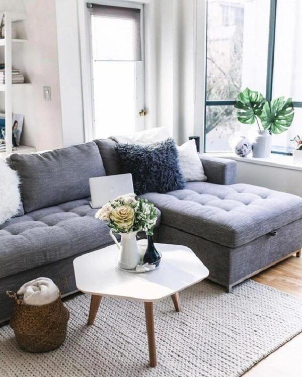 O sofá baú normalmente vem com gancho para levantar sua estrutura