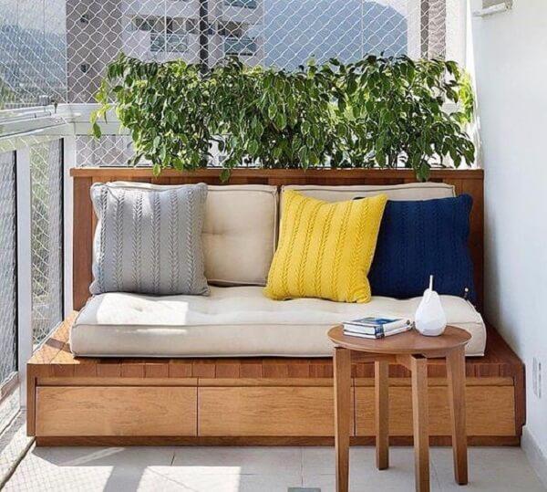 O sofá baú para varanda traz conforto aos moradores