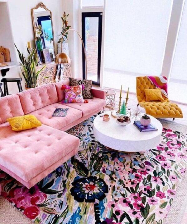 O sofá baú pode ser encontrado nas versões coloridas
