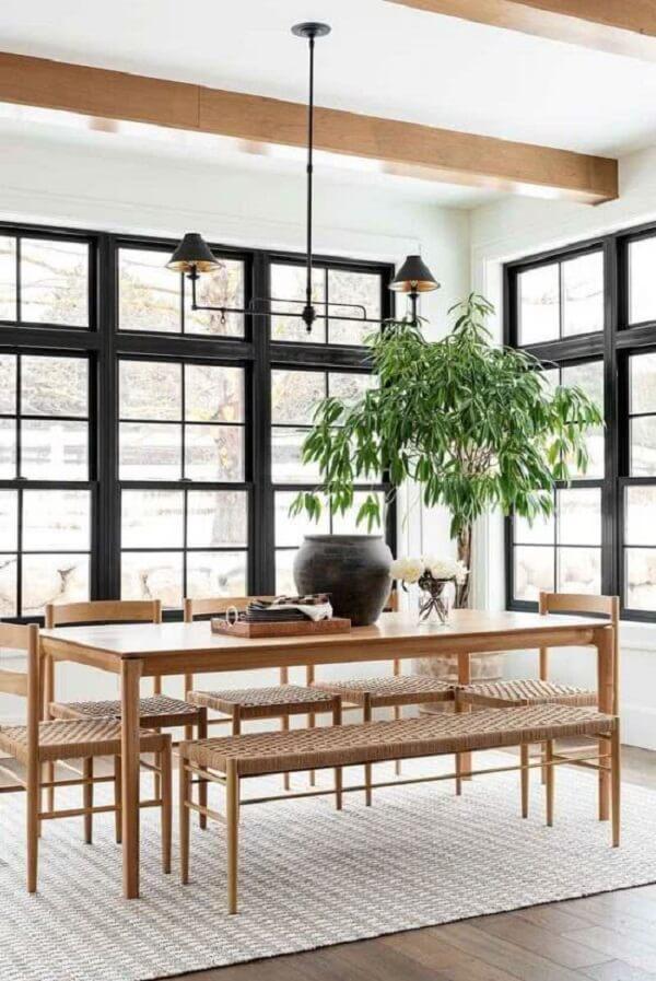 Opte pela janela guilhotina alumínio preto para sala de jantar