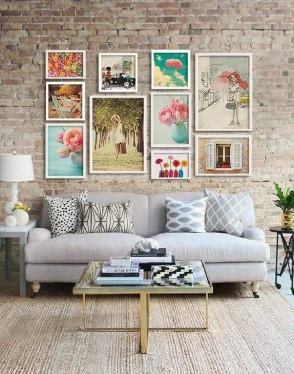 Os quadros coloridos fofos garantem uma decoração mais delicada
