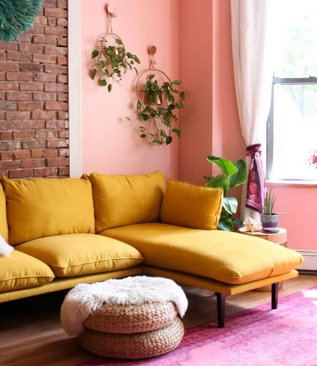 Planejar as cores do ambiente é fundamental por isso pense em quais móveis você gostaria de deixar em evidência