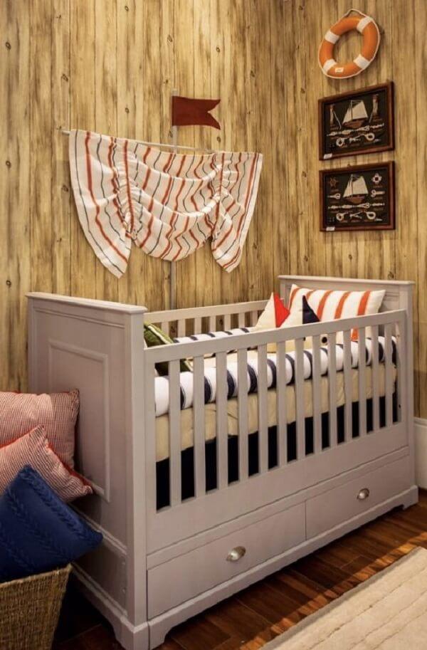 Quarto de bebê temático com berço com gaveta