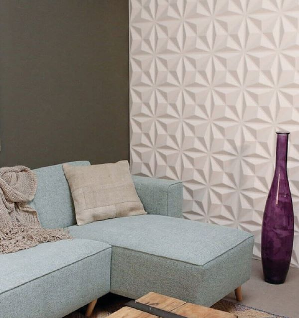 Revestimento 3D para sala cinza com sofá azul claro