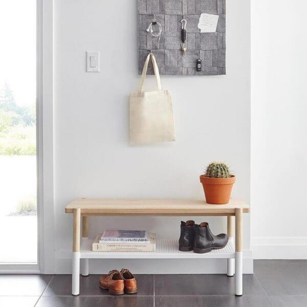 Sapateira para hall de entrada com design e pintura diferenciada