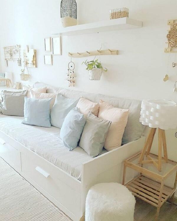 Sofá baú para quarto infantil com acabamento branco