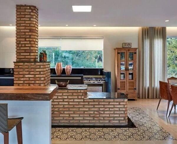 Utilize tijolinhos aparentes na cozinha com fogão a lenha e churrasqueira