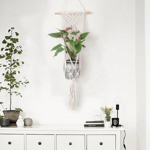 Vaso suspenso em macramê branco