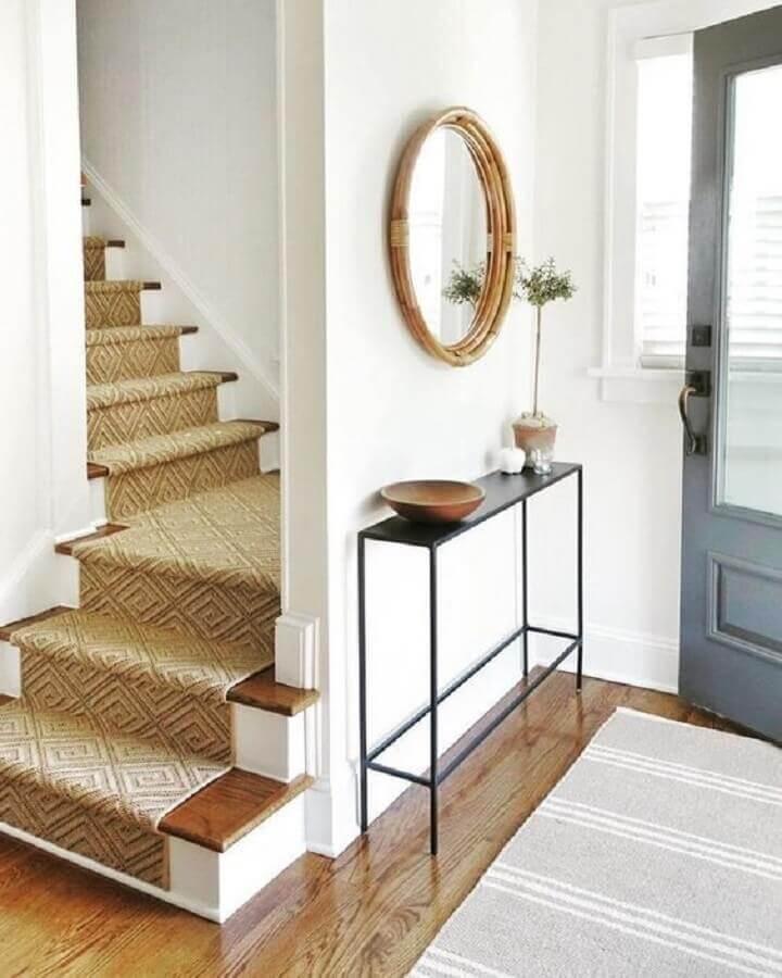 aparador minimalista com espelho redondo para hall de entrada Foto Apartment Therapy