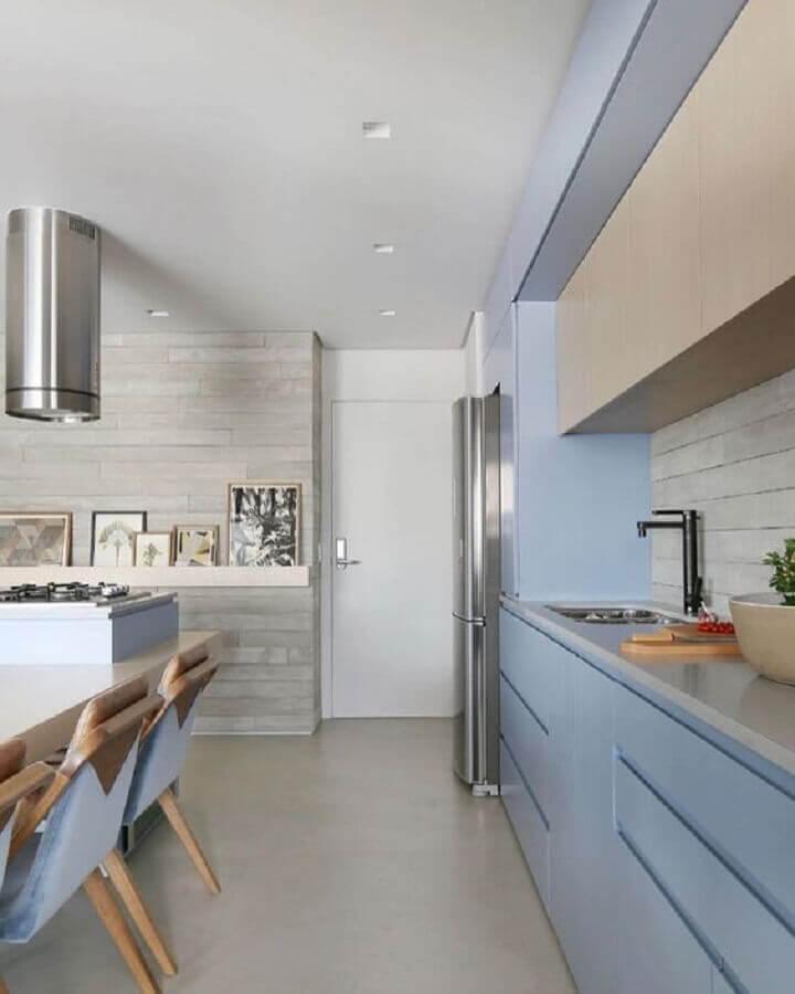 armário de cozinha azul claro moderno para cozinha com ilha planejada  Foto Decor Salteado