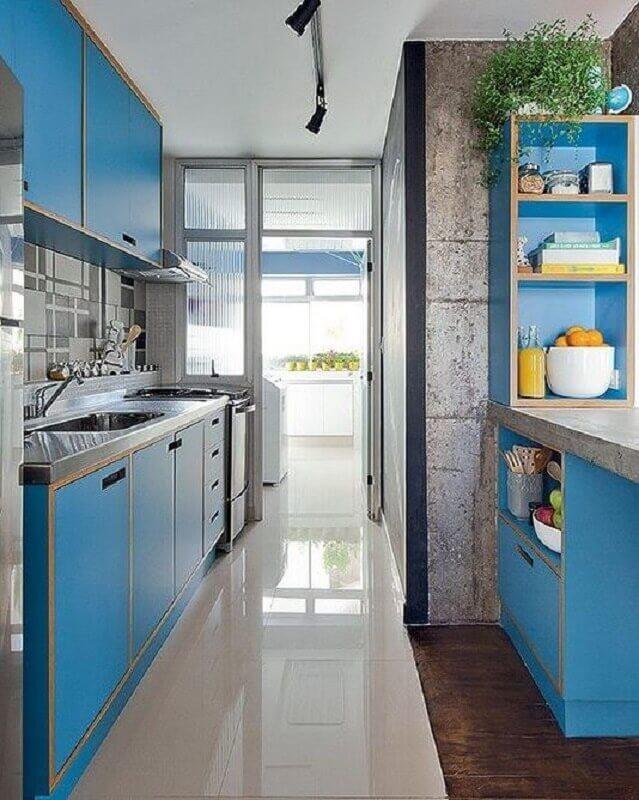 armário de cozinha azul com estilo retrô Foto Manual da Obra