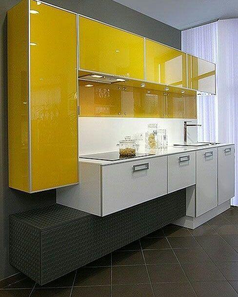 Armário de cozinha amarelo e branco moderno e diferente