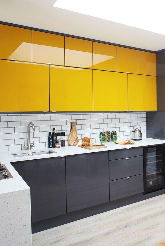 Armário de cozinha amarelo e cinza moderno