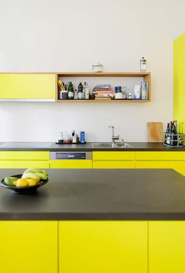 Armário de cozinha amarelo e cinza super vibrante