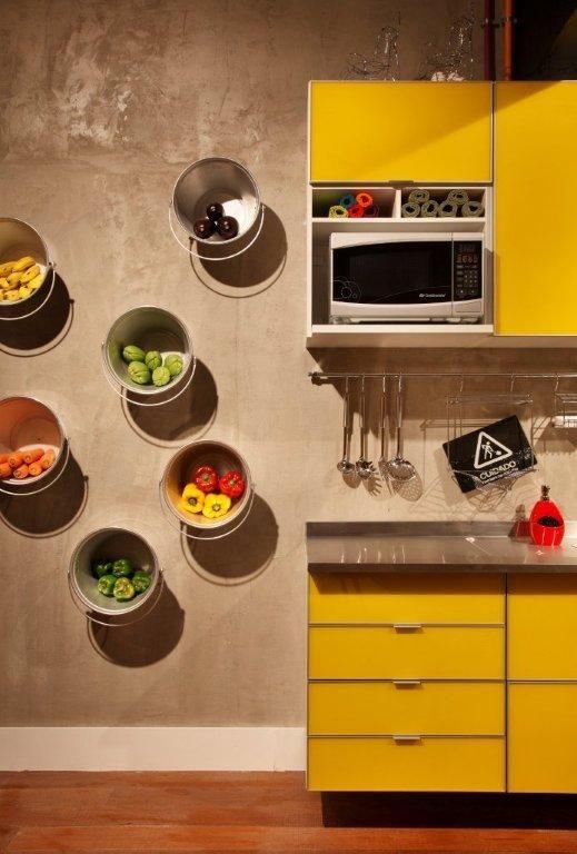 Armário de cozinha amarelo modulado