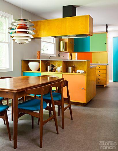 Armário de cozinha colorido com amarelo
