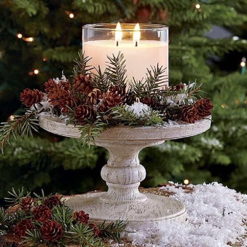 arranjo de Natal com pinhas e velas Foto Pinterest